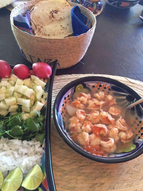 Caldo de Camaron con verdura y tortillas.JPG 2